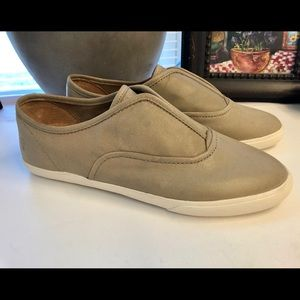 New Frye Greige/gray leather slip ons 9.5